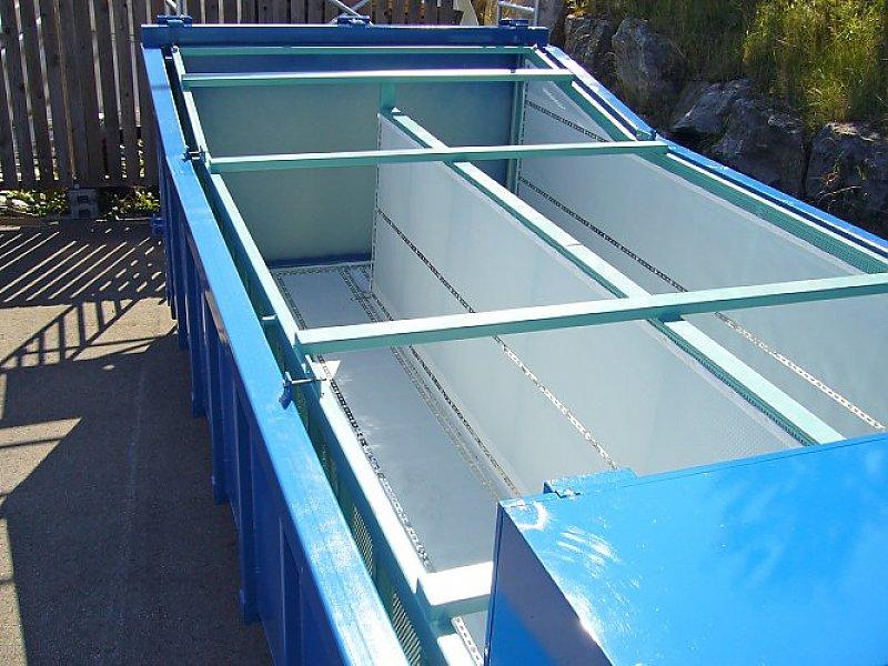 Entwässerungscontainer mit einer mittleren Filtertrennwand