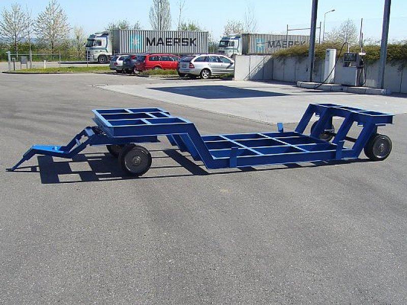 Tiefbett-Verfahrwagen – schienengebunden. Tiefbett zum Erreichen einer möglichst niedrigen Bauhöhe